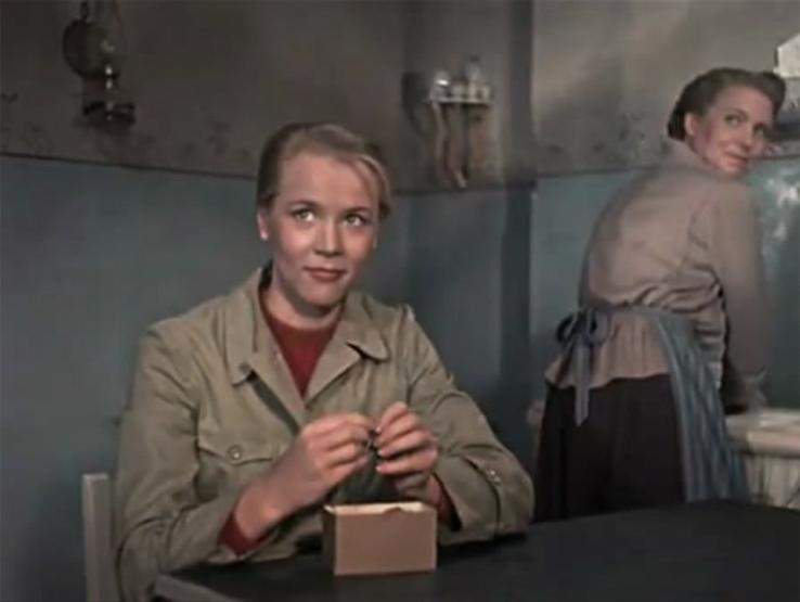 Karla Runkehl as Änne Harms in Ernst Thälmann.