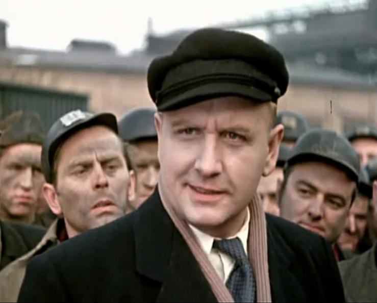 Günther Simon as Ernst Thälmann