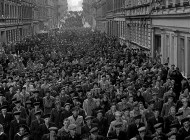 protest scene from Das Lied der Matrosen